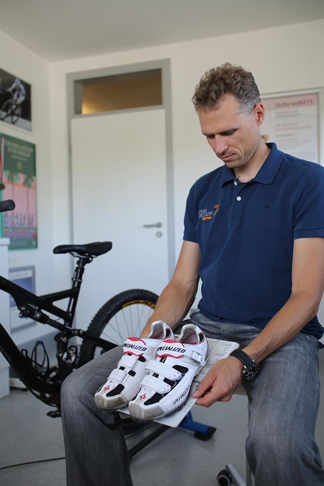 Knieschmerzen im Outdoor-Sport - zwei Experten im Interview